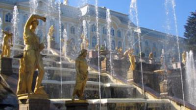 Большому дворцу Петергофа 300 лет