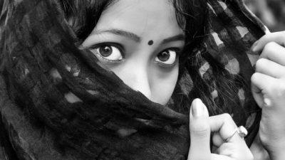 Легенда о девушке из хижины, которая не могла носить одежду в наказание за ошибки в прошлой жизни