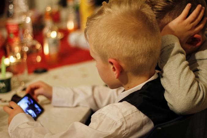 Мобильные телефоны могут вызвать у детей аллергию