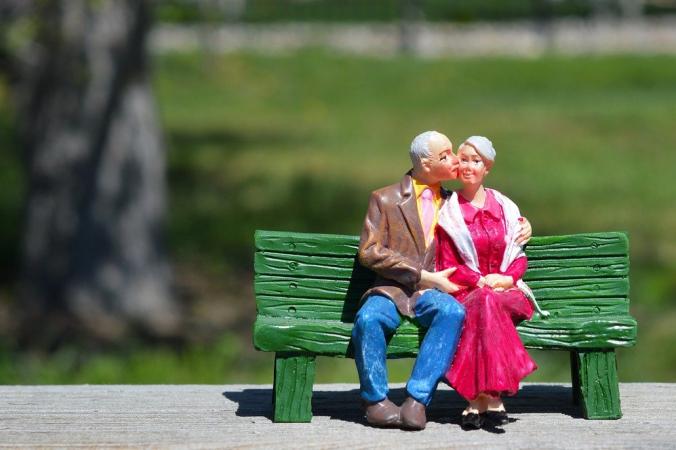 Пожилые супруги. Изображение ErikaWittlieb с сайта Pixabay | Epoch Times Россия