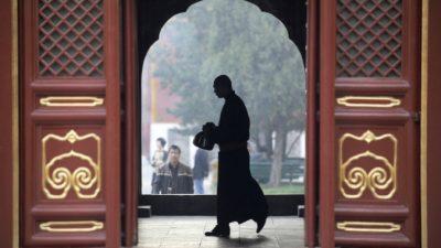 Отчёты компартии — «современные буддийские писания»! Или как монахов в китайских храмах подвергают идеологической обработке