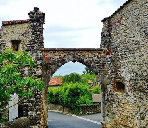Французская деревня Перуж, ворота. Фото: pixabay.com/CC0 1.0   Epoch Times Россия
