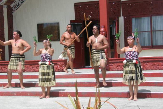 Аборигены маори приветствуют гостя.  Фото: Ciell/ Wikipedia Commons/CC BY-SA 2.5 nl   Epoch Times Россия
