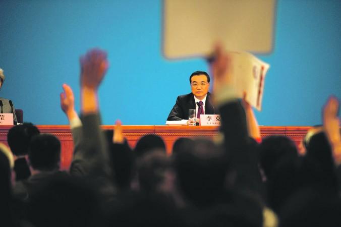 Китайский премьер Ли Кэцян на пресс-конференции после закрытия сессии Всекитайского собрания народных представителей в Большом зале народных собраний в Пекине, 16 марта 2016 года. Фото: Fred Dufour/AFP/Getty Images   Epoch Times Россия