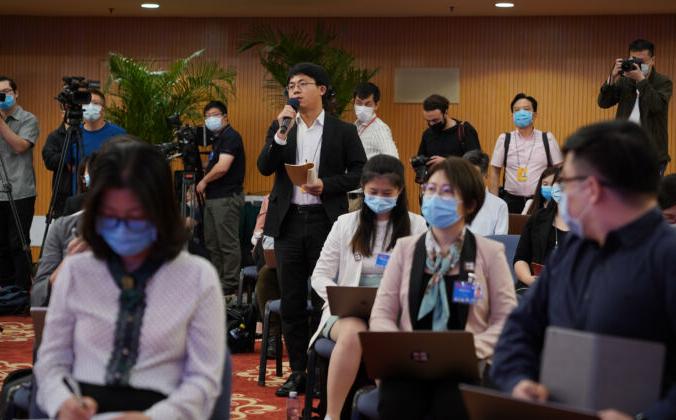 Журналисты присутствуют на видеопресс-конференции, организованной министром иностранных дел Китая Ван И в Пекине, Китай, 24 мая 2020 г. Andrea Verdelli/Getty Images | Epoch Times Россия
