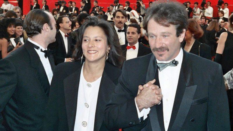 Робин Уильямс и жена Марша на красной дорожке 61-й ежегодной церемонии вручения премии Оскар, 1989. Alan Light/wikipedia.org/CC BY 2.0   Epoch Times Россия