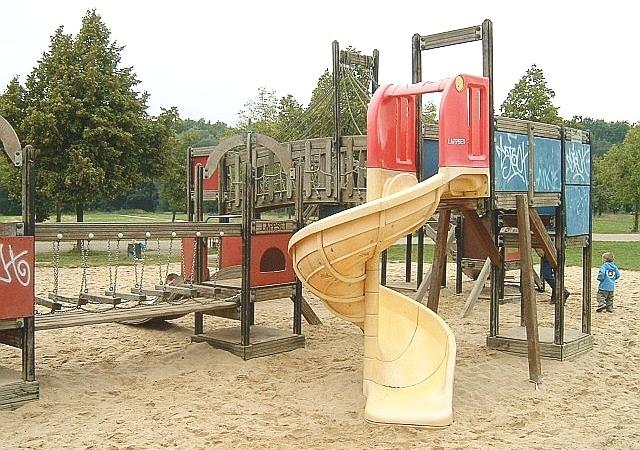 Детская площадка. Детские качели в городе Ричланде стали «угрозой» и были демонтированы. Фото: Peng/commons.wikimedia.org/CC BY-SA 3.0 | Epoch Times Россия
