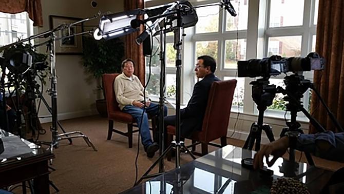 Сын знаменитого покойного генерала Ло Жуйцина Ло Юй 12 декабря 2015 года в США даёт интервью «Великой Эпохе» и NTDTV. Фото: Великая Эпоха | Epoch Times Россия