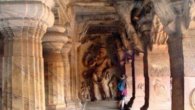 Бадами  — древний город фортов и пещер в Индии