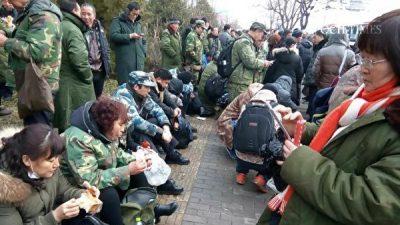 Более 10 тысяч бывших военнослужащих собрались в Пекине с требованием соблюдения их прав