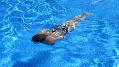 5-летняя дочь спасла маму, пролежавшую без сознания на дне бассейна 5 минут