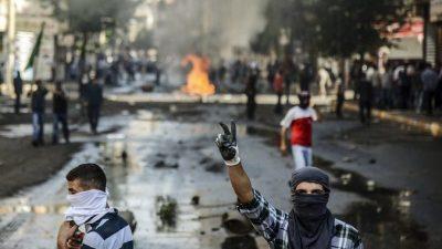 В Турции курды устроили стычки с полицейскими