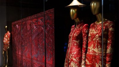 Выставка китайского костюма в Метрополитен-музее не представила подлинную китайскую культуру
