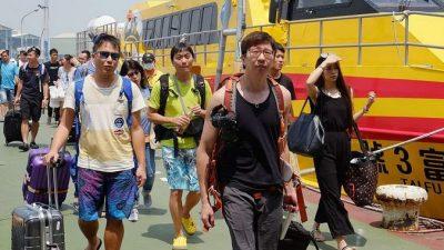 Погнутые тайфуном на Тайване почтовые ящики стали достопримечательностью