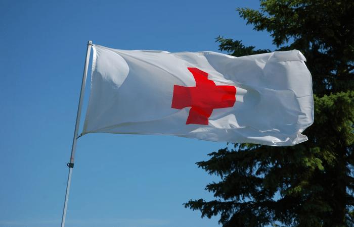 Красный крест. Фото: unsplash.com/@kevinpaes   Epoch Times Россия