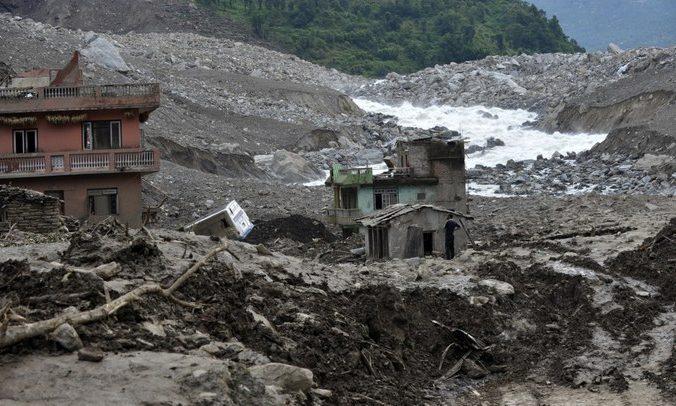 Жители Непала часто становятся жертвами оползней. Фото: PRAKASH MATHEMA/AFP/Getty Images | Epoch Times Россия