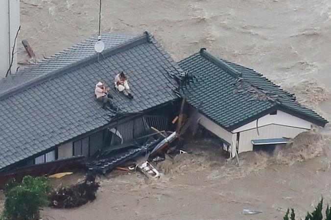 Тайфуны в Японии привели к сильным наводнениям. Фото:  JIJI PRESS/AFP/Getty Images | Epoch Times Россия