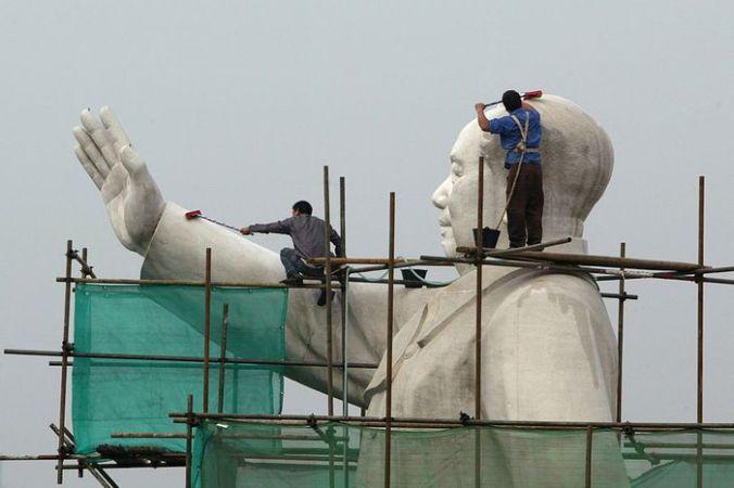 Строительство статуи Мао Дзэдуна. Фото: China Photos/Getty Images | Epoch Times Россия