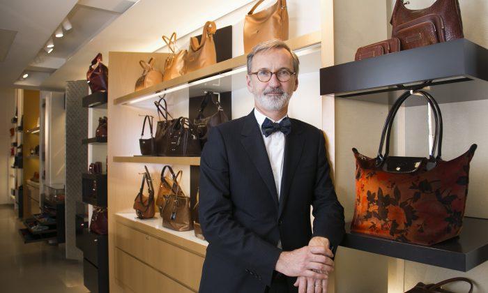 Жан Кассегрен, генеральный директор французской компании по производству предметов роскоши Longchamp, в магазине компании на Мэдисон-авеню в Нью-Йорке 5 ноября. (Epoch Times / Samira Bouaou) | Epoch Times Россия