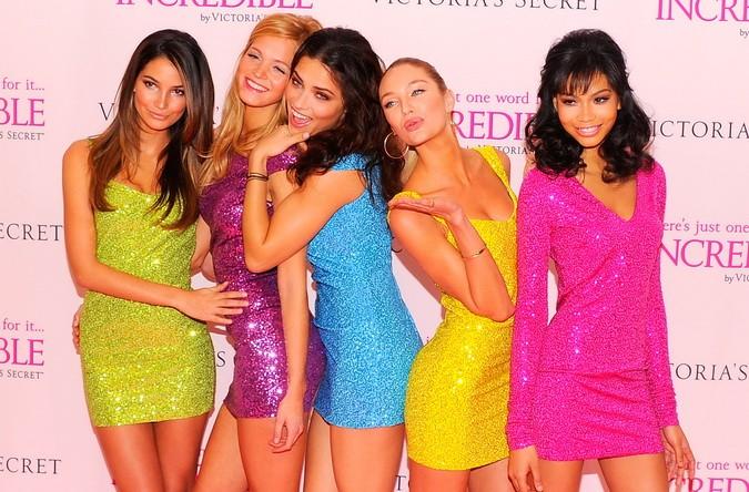 Главная тенденция весенне-летней моды — женственность. Фото:  Andrew H. Walker/Getty Images | Epoch Times Россия