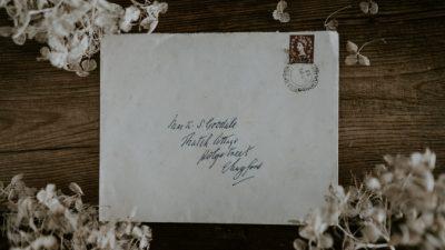 Парень подобрал кошелёк с письмом 60-летней давности и нашёл владельца. Это судьба