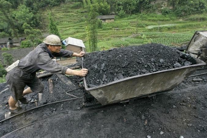 Угольная промышленность Китая терпит миллиардные убытки. Фото: LIU JIN/AFP/Getty Images | Epoch Times Россия