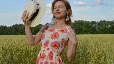 Женские шляпки представили на Неделе моды в Нью-Йорке