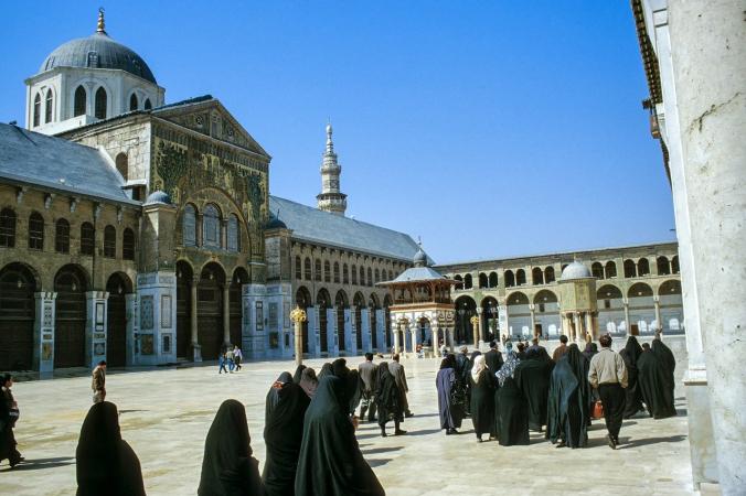 syria 40 676x450 1 - Исламские боевики обстреливают Дамаск