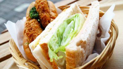 40 лет жена надкусывала сэндвич и отдавала его мужу на обед. И это не вредничество, а семейная традиция, полная любви и единения