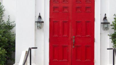 (Видео) Красно-белый дом, красно-белый автомобиль, красно-белый гардероб. Удивительная история о красно-белой семье!