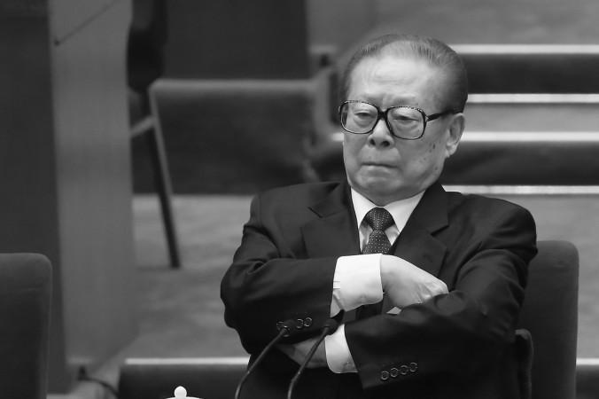 Бывший глава коммунистической партии Китая Цзян Цзэминь принял участие в заключительном заседании XVIII Национального съезда компартии в Пекине, Китай, 14 ноября 2012 года. Фото: Feng Li/Getty Images | Epoch Times Россия