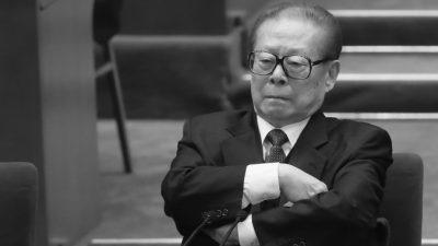 Китайские адвокаты призывают депутатов пекинской сессии осудить преступления Цзян Цзэминя