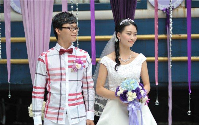 Хэ Вэньдин и ее муж Хуан Гуанюй в день свадьбы. Оба были арестованы 18 декабря 2013 года за распространение бесплатных копий программы для обхода Интернета в кампусе университета Гуанчжоу и в настоящее время содержатся в центре заключения Фу Юн в городе Шавань, провинция Гуанчжоу. (Minghui.org) | Epoch Times Россия