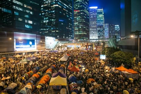 Тысячи протестующих сторонников демократии на митинге отметили месяц со дня начала протестов. Фото: Benjamin Chasteen/Epoch Times   Epoch Times Россия
