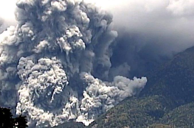 Извержение вулкана Онтакэ, Япония, 27 сентября, 2014 год. Фото: JIJI PRESS/AFP/Getty Images | Epoch Times Россия