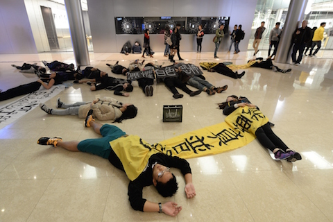 Акция в поддержку «Девочки с мелом». Фото: Aaron Tam/AFP/Getty Images | Epoch Times Россия