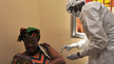 В Сьерра-Леоне больным Эболой детям устроили рождественский утренник