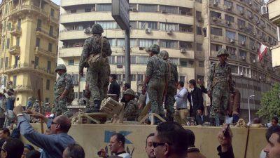 Протестующих в Каире разогнали танками