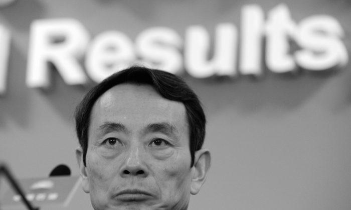 Цзян Цземинь, председатель PetroChina, выступает на объявлении годовых результатов компании за 2009 год в Гонконге 25 марта 2010 г. (Майк Кларк / AFP / Getty Images) | Epoch Times Россия