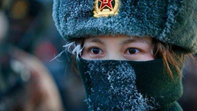 Кнопка самоуничтожения на шлемах превращает китайских солдат в армию смертников.Радикальная стратегия компартии Китая