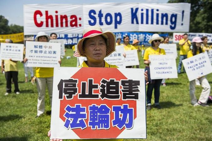 Акция против извлечения органов у последователей Фалуньгун в Китае, Гонконг, 17 июня, 2014 год. Фото:  ФJIM WATSON/AFP/Getty Images | Epoch Times Россия