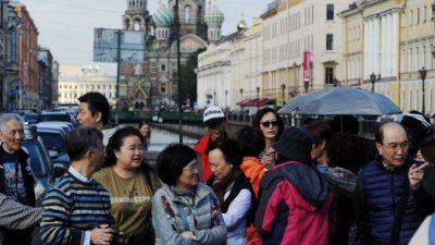 Поведение туристов из Китая шокирует туристические центры по всему миру