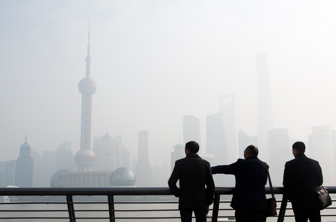 Загрязнение воздуха в Шанхае. Китае. Фото: JOHANNES EISELE/AFP/Getty Images | Epoch Times Россия