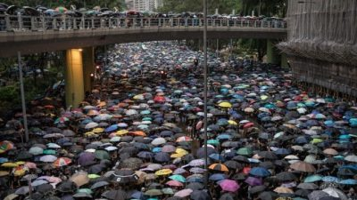 Гимн зонтичного движения в Гонконге был назван песней года