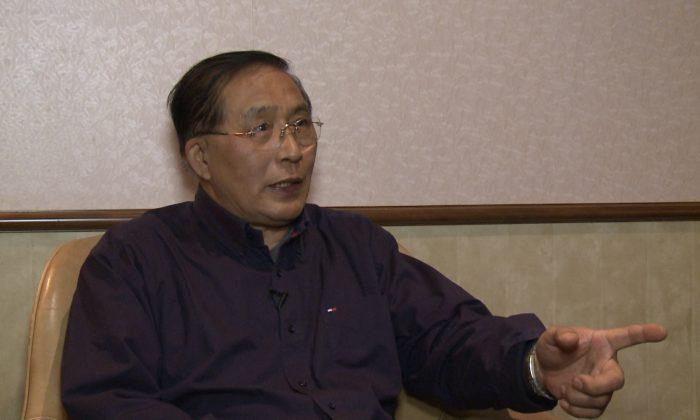 Хан Гуаншэн, житель Торонто, перебежавший в Канаду из Китая в 2001 году, говорит, что большое количество людей, разорвавших связи с коммунистической партией Китая, символизируют надежду на лучшее будущее Китая. (Телевидение NTD) | Epoch Times Россия