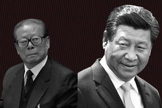 Бывший глава китайской компартии Цзян Цзэминь (слева) и действующий глава компартии Си Цзиньпин. Фото: Wang Zhao & Hagen Hopkins/Getty Images | Epoch Times Россия