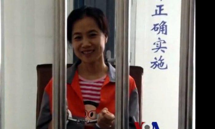 Ли Хуаньцзюнь в наручниках находится в следственном изоляторе в Пекине, 2012 г. (Скриншот с сайта voachinese.com) | Epoch Times Россия