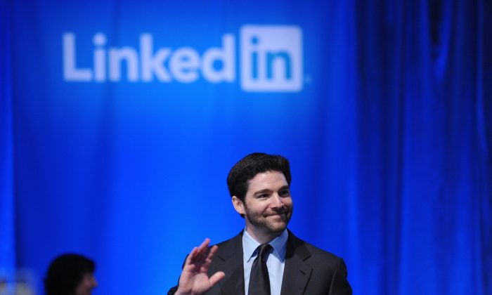 Генеральный директор LinkedIn Джефф Вайнер проводит собрание в ратуше в Маунтин-Вью, Калифорния, 26 сентября 2011 г. (Mandel Ngan / AFP / Getty Images)   Epoch Times Россия