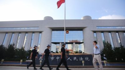 «Осудить, как Гитлера»: китайские юристы обсуждают волну исков против Цзян Цзэминя