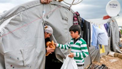 Тысячи сирийцев переходят в Турцию в районе Тель-Абьяд
